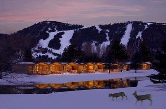 Rustic Inn Creekside Resort and Spa at Jackson Hole: Creekside Cabins in Winter