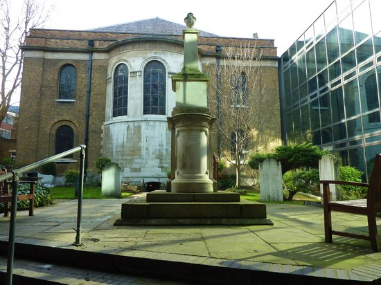 Wesley's Chapel & Museum of Methodism: Rear of Wesley Chapel & John Wesley's Tomb.