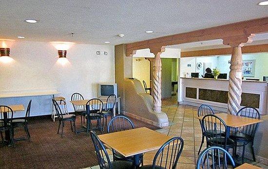 Motel 6 Santa Fe Central: Lobby
