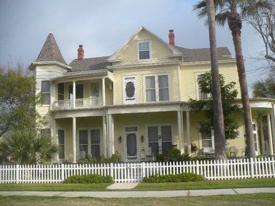 Angel Rose Bed & Breakfast: History & Beauty combined.