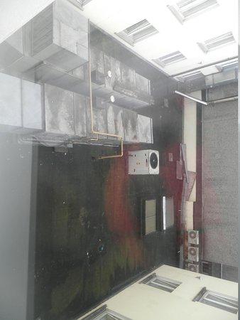 Arlington Hotel O'Connell Bridge:                   Habitaciones interiores: Conductos de ventilación