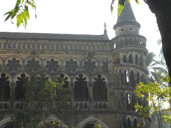 Rajabai clock tower: adjoining campus building