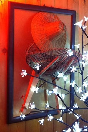 Maru Sushi:                   delightful decor