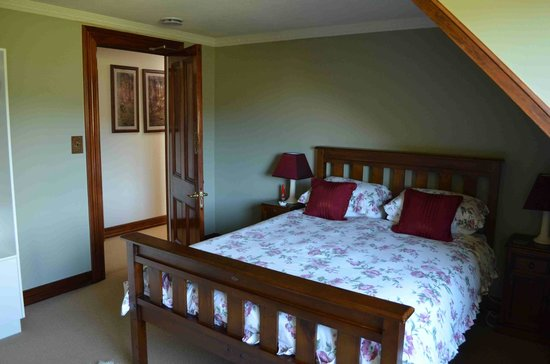 Oak Lodge Homestay:                   poppy room