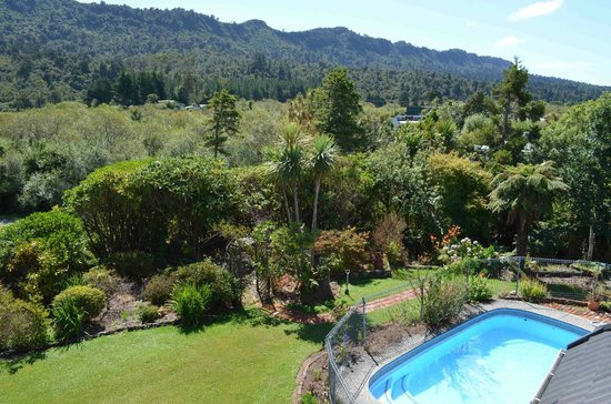 Oak Lodge Homestay:                   view from guest lounge to garden and pool