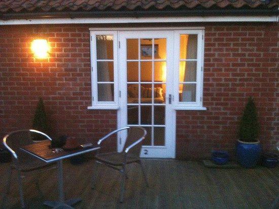 Arch House Bed & Breakfast :                   garden room