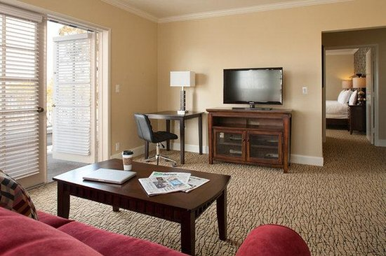 The Lafayette Hotel, Swim Club & Bungalows: Manor One Bedroom Kind Bed Suite