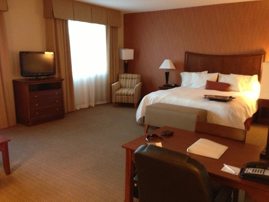 Hampton Inn & Suites Folsom :                   Spacious Room
