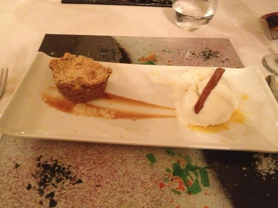 Hotel Riu Palace Punta Cana:                                     apple crisp dessert at the Krystal