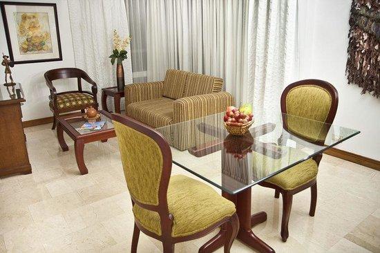 Alcazar de Oviedo Status - Suites: Dining room