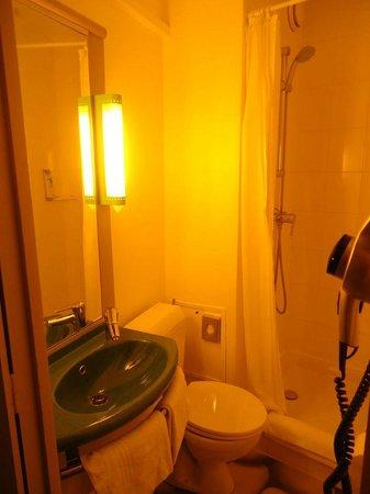 Ibis Styles Paris Republique:                                     banheiro