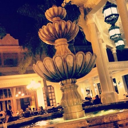 Hotel Riu Palace Punta Cana:                                     watching the fountain, with the living band playing in the b