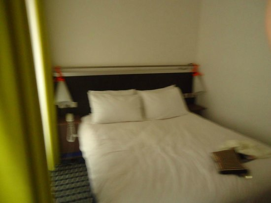 Ibis Styles Paris Republique:                                     cama