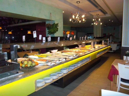 Hotel & Spa Benalmadena Palace:                   selection of foods at meal time