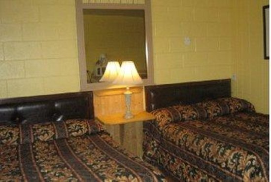 West Castle Motel: Double Bed Rooms