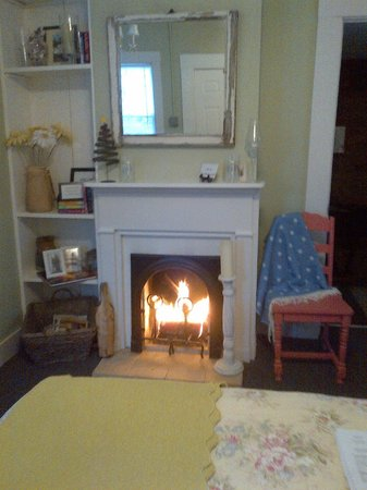 1861 Inn:                                     Warm and cozy Cottage on a cold December day