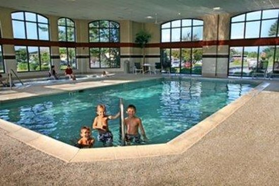 Bird-In-Hand Family Inn: Indoor Poolhoto TFIXLightened