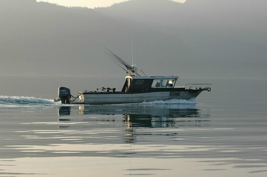Fish Alaska Charters : The Pioneer! A custom 30 ft masterpiece