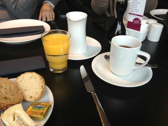 Lindemann's:                                     Breakfast