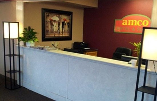 Amco Hotel and Suites: Front Desk
