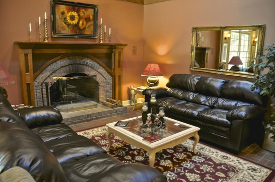 Eight Gables Inn:                   common area with fire place