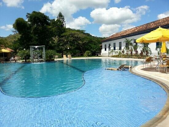 Vassouras Eco Resort :                   outra parte da piscina