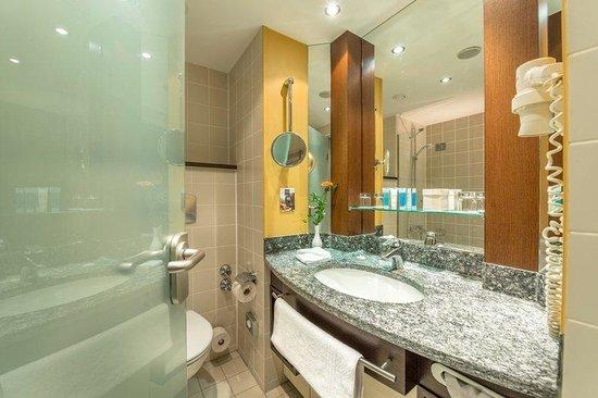 Dorint Hotel Frankfurt-Niederrad: Bathroom