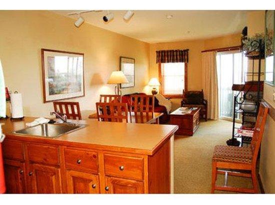 Highland House Condos: Living Area