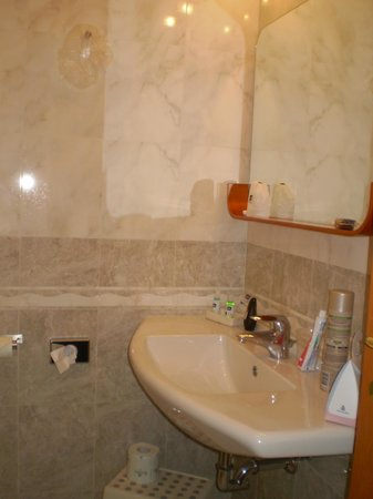 BEST WESTERN Blu Hotel Roma: el baño