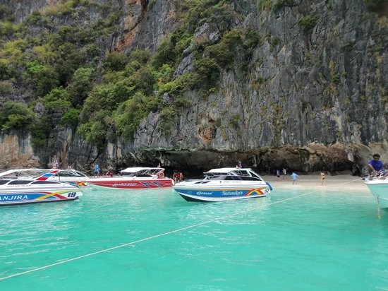Gembira Tour Phuket-Day Tours: Speedboat trip to Phi Phi island