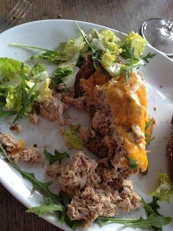 Restaurant Zuidam :                   dit is/ was de Tuna melt... bah