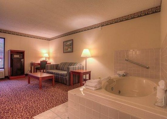 Clarion Inn: King Suite W/ Whirpool