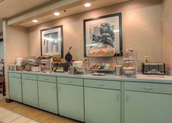 Clarion Inn: Breakfast Area