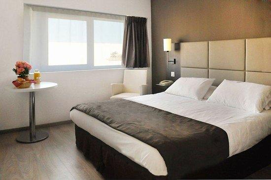 Sejours & Affaires Grande Arche: Room
