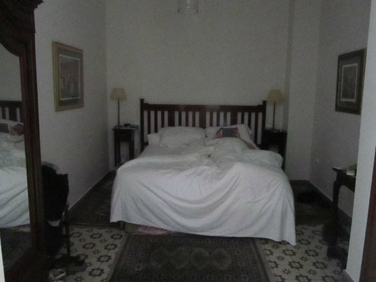 Dark room with a creaky bed - Picture of Hotel Amadeus, Seville