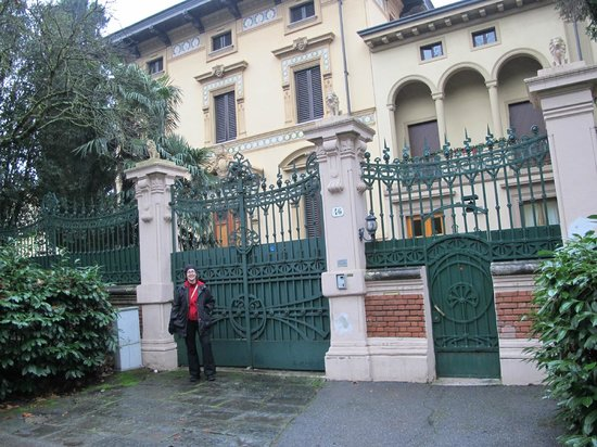 Instituto Suore Di Sant' Elizabetta:                   view from street