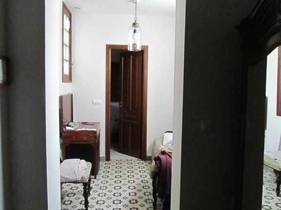 Hotel Amadeus:                   No useable furniture, small desk and wardrobe.