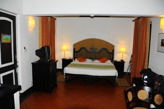 Cinnamon Lodge Habarana:                   King-size bed