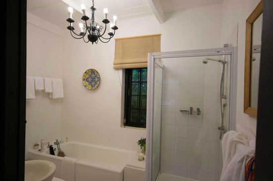 Akademie Street Boutique Hotel and Guest House :                   Bathroom