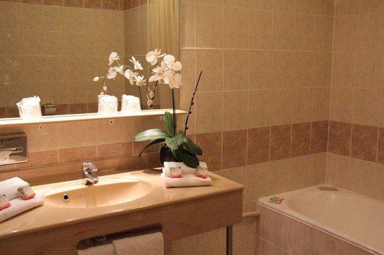 Hotel Abrial Cannes Centre: Salle De Bain
