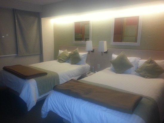 City Express EBC Reforma :                   Las habitaciones no son grandes como aparentan en las fotos de promoción!