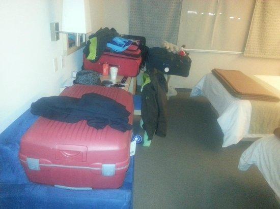 City Express EBC-Reforma:                   No hay lugar para valijas! Habitación muy pequeña para 4!