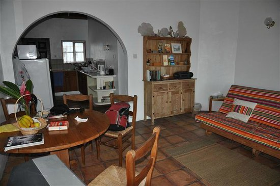 Mule House :                   Living room with kitchen