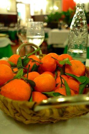 Ristorante Da Berti: Mandarins served between the main and desert to clense the palate