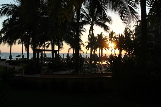 Villa La Estancia:                                     The hotel grounds at sunset