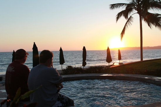 Villa La Estancia:                                     The hot tubs and a sunset