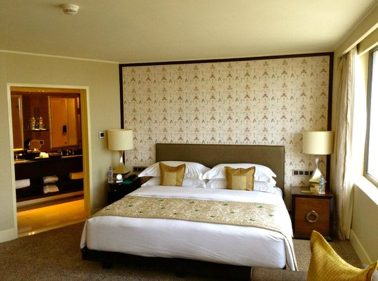 Mandarin Oriental Jakarta: comfy bed