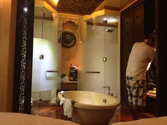 The Baray Villa:                   badkamer
