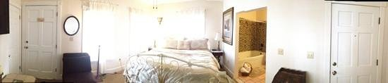 Agustin Inn: pano of the room-Camelot