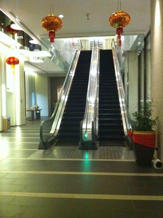 Four Points by Sheraton Sandakan:                   Up the escalator and hope you'll meet a hotel staff -1